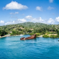 Isla Roatán - Glass Bottom Boat and Island Tour
